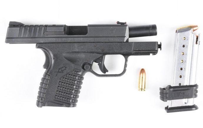 Десять обвинений за нелегальное оружие