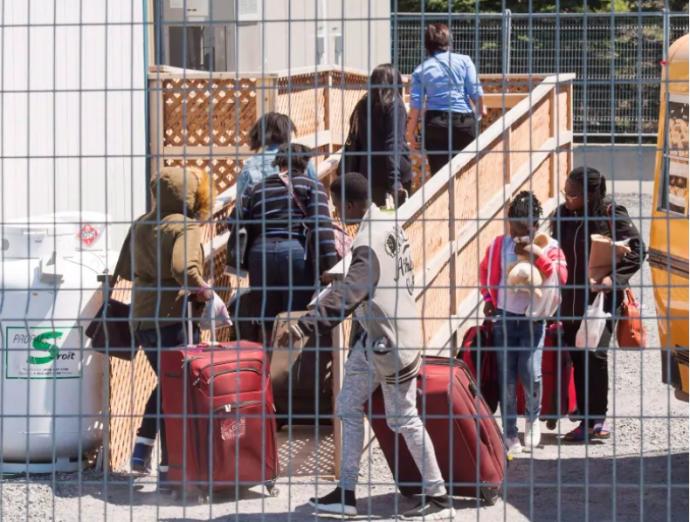 Нелегалов-иммигрантов начали выселять из общежитий в колледжах
