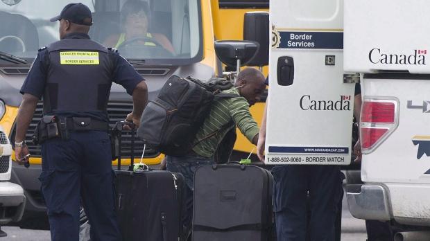 Канада пробует прикрыть иммигрантскую лазейку