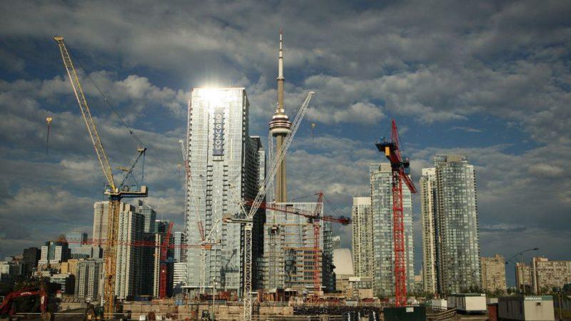 По числу строительных кранов Торонто— первый в Северной Америке
