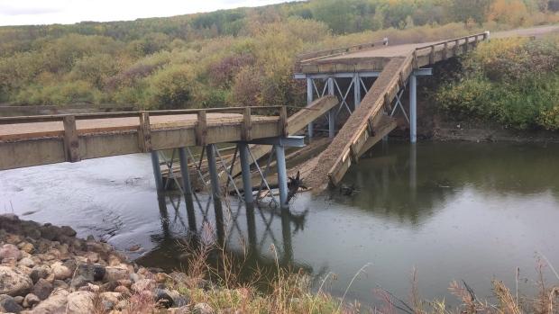 Канадский мост обрушился в день открытия