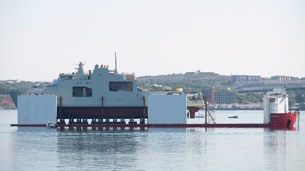 Новое судно канадского ВМФ впервые встретилось с водой
