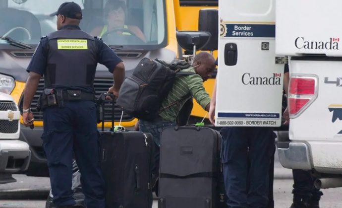 Канада будет высылать больше беженцев-нелегалов