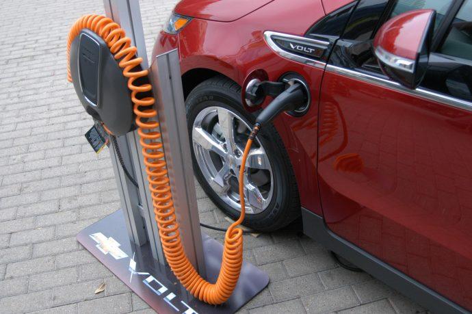 А как вы заправляете свой электромобиль?