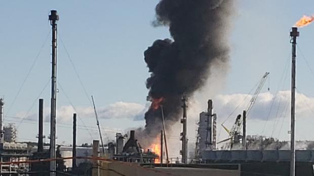 Взрыв на нефтеперерабатывающем заводе в Канаде