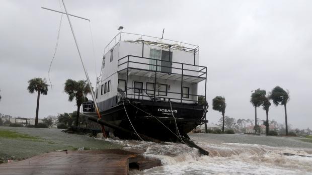 Ураган Майкл, коснувшись Канады, уходит в океан