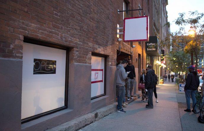 Полиция закрывает нелегальные марихуановые магазины в Торонто