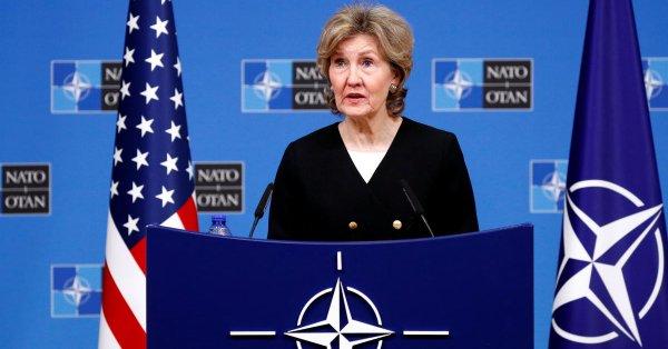 Представитель НАТО хвалит Канаду и ругает Россию