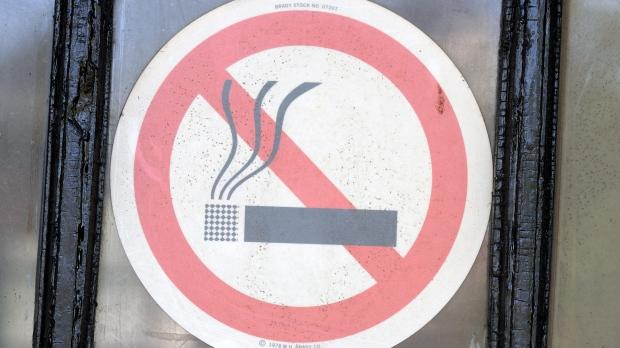 В Галифаксе открыли первую зону для курения
