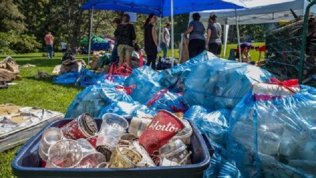 Главные загрязнители Канады— Nestlé и Tim Hortons