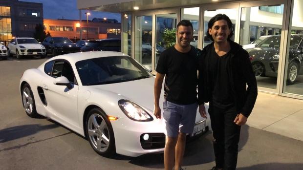 Канадец посчитал, что уговор дороже денег и купил другу Porsche