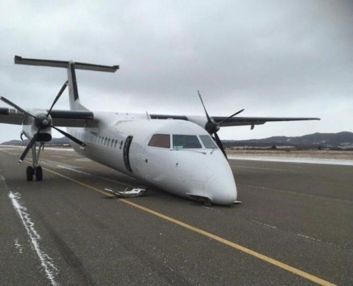 На западе Канады самолет приземлился без переднего шасси