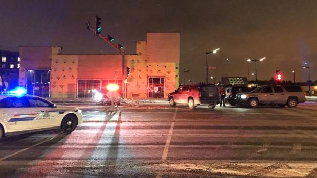 В здании графства Страткона, за пределами Эдмонтона, прогремели два взрыва