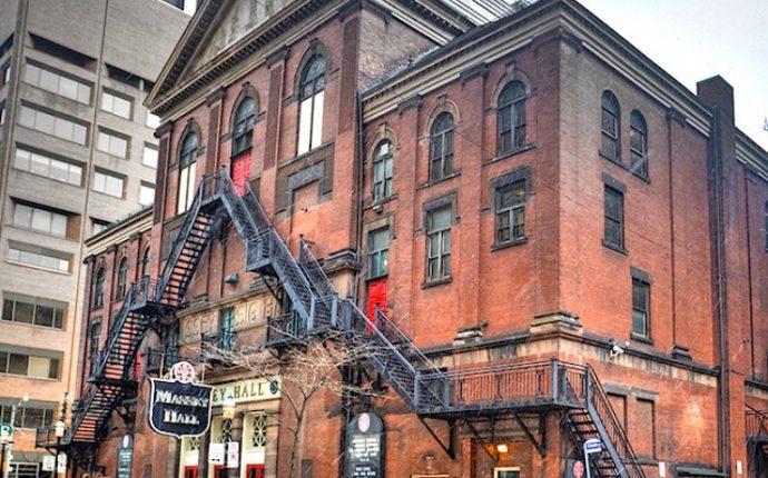 Месси Холл в Торонто лишится пожарной лестницы на фасаде