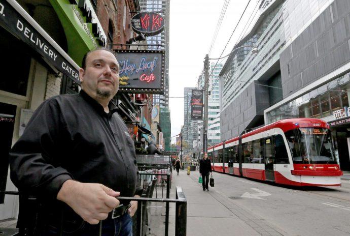 Эксперимент над бизнесменами на King Street в Торонто