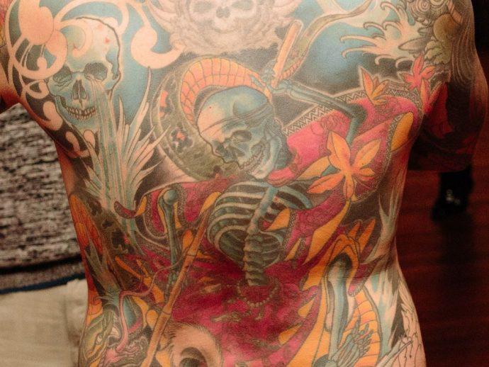 Канадец завещал снять с него после смерти татуированную кожу