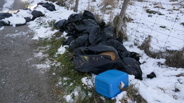 Более ста мешков с химическими отходами из лаборатории оказались на улице