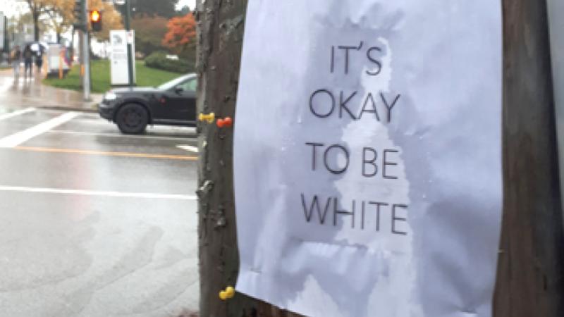 «Нормально быть белым». В Канаде лозунг считают провокационным