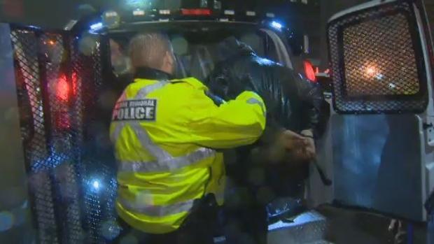 Арестованы протестовавшие против правительственной директивы