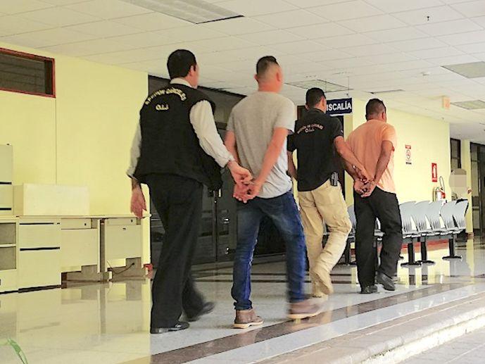 С канадских туристов взяли взятку в Коста-Рике