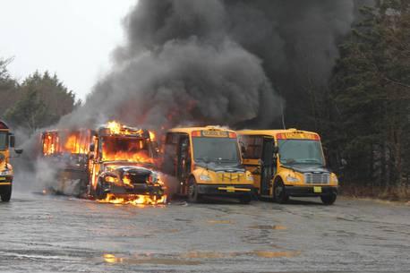 Три школьных автобуса сгорели при пожаре