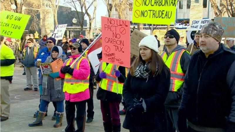 «Парижский бунт» откликнулся демонстрациями в Калгари и Эдмонтоне