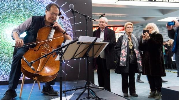 Знаменитый виолончелист дал концерт в монреальском метро