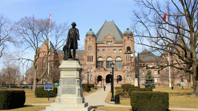 Онтарио предлагает в общественном секторе добровольный уход на на пенсию