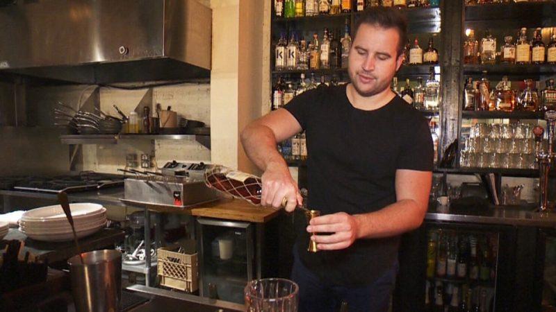 Хозяин канадского ресторана везет весь персонал на Кубу