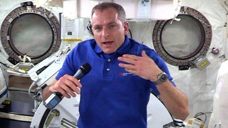 «Нескончаемое чувство восхищения». Канадский астронавт дал интервью с орбиты