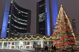 Ёлочка, зажгись! Концерт в честь рождественской красавицы в Торонто