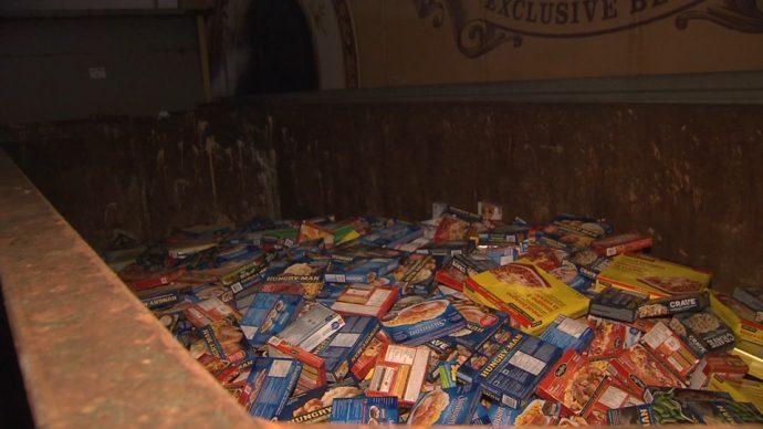 Контейнеры оказались забиты испорченными продуктами