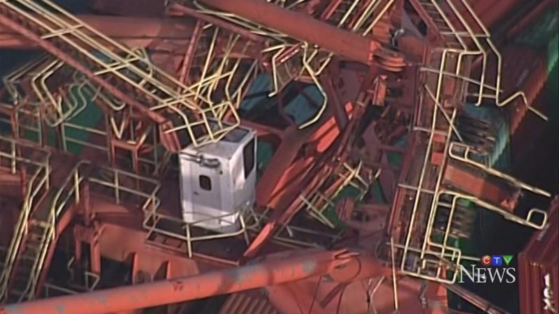 В Ванкувере упал портовый кран