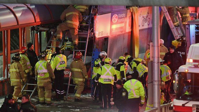 Крупная авария в Оттаве: трое погибших, 23 пострадавших