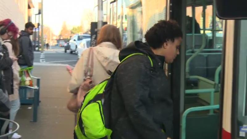 Шофер пассажирского автобуса запретил диабетику есть в салоне