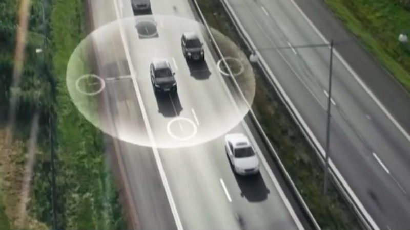 Если у вас есть автомобиль-беспилотник, можете рулить!
