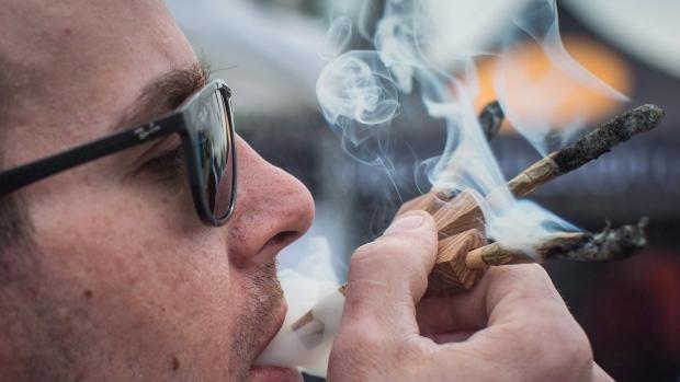 Ванкувер открыл два первых магазина с марихуаной