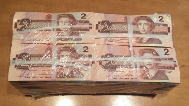 Украдено «большое количество» долларовых и двухдолларовых банкнот