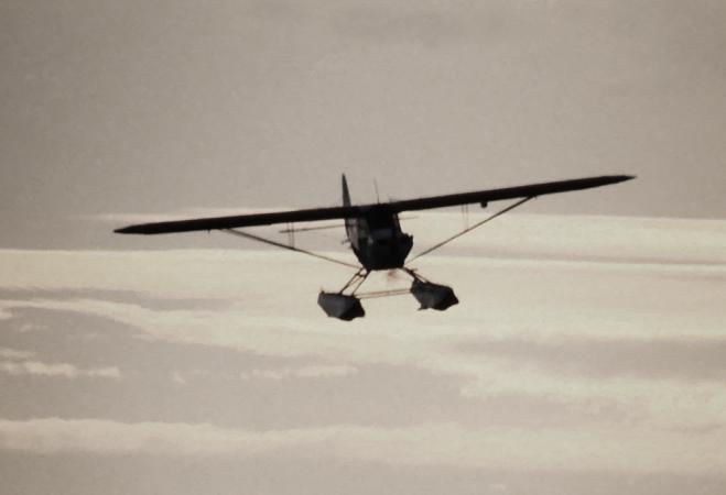 Таинственный самолет кружит по ночам над Кингстоном
