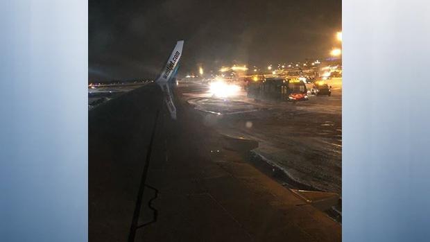 WestJet. Самолет сошел с обледеневшей полосы