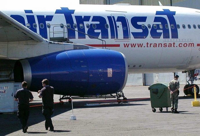 Пассажиры самолета в Квебек-сити надышались выхлопным газом