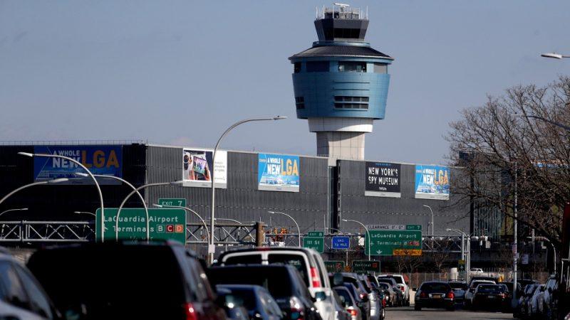 Многие авиарейсы из Канады в США задерживаются или отменяются