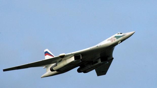 Самолеты США и Канады проводили два российских бомбардировщика