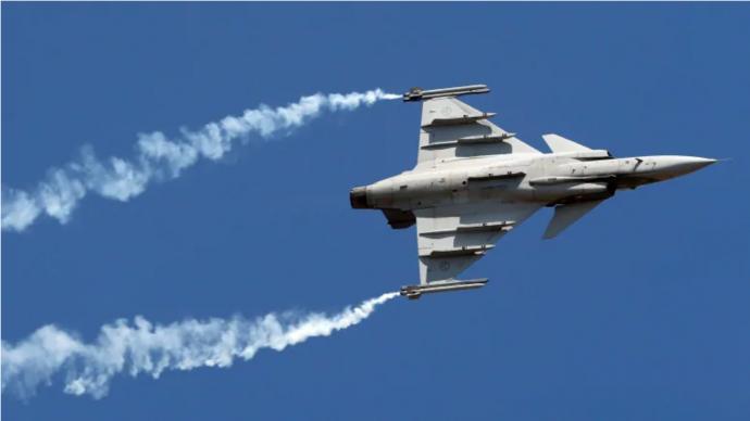 Эксперты: канадские ВС не могут одновременно обновить флот и авиацию