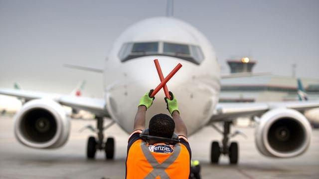Самолет WestJet вернулся в Калгари из-за скандалиста на борту