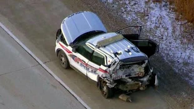 Во время аварии на 407-м хайвее пострадали полисмен и задержанный