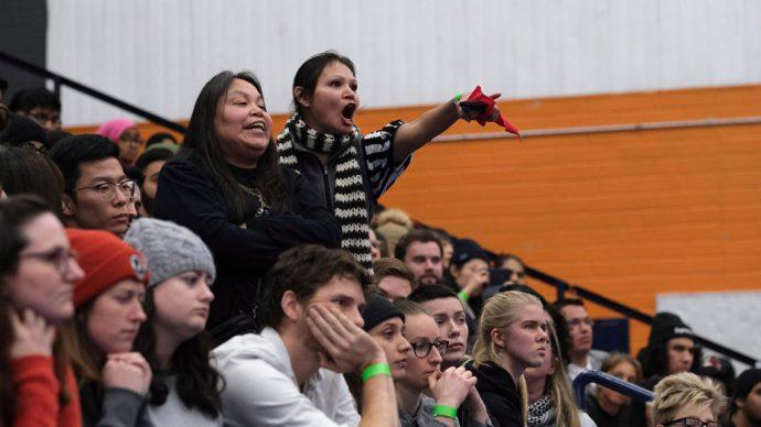 Коренные жители высказали свое недовольство премьер-министру Канады