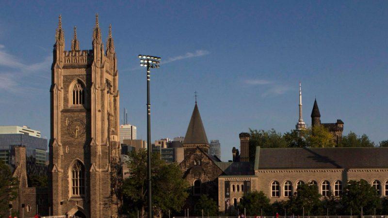 Бесплатное вузовское обучение в Онтарио отменят