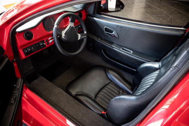 Канадский трехколесный... автомобиль составит конкуренцию Tesla?
