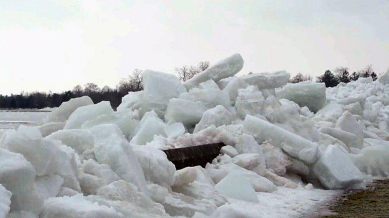 Ледовые торосы на Ниагаре названы в прессе «цунами»